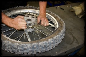 Pry Dirt Bike Tire Bead Over Rim With Irons
